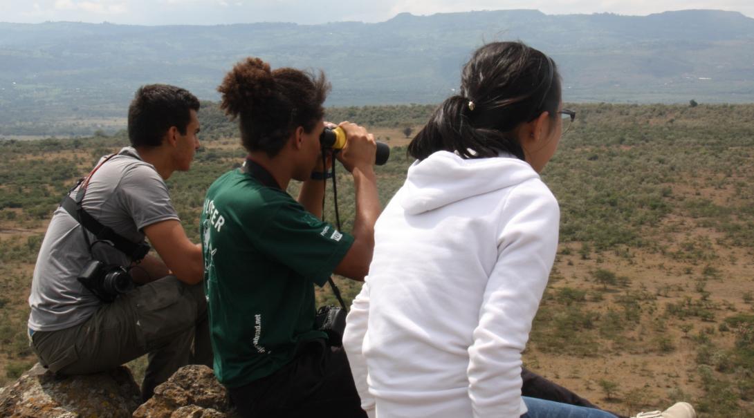 l Voluntarios de conservación en Kenia realizando monitoreo.